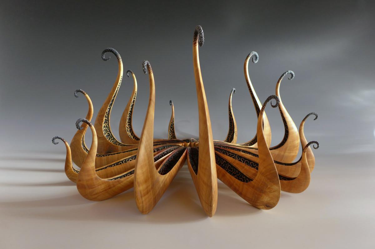 Alain Mailland – Sculpture Naissance des Drakkars2 – Greffe de cerisier – pigments