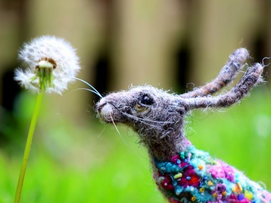 Dee McCracken – wool sculpture – bunny lapin