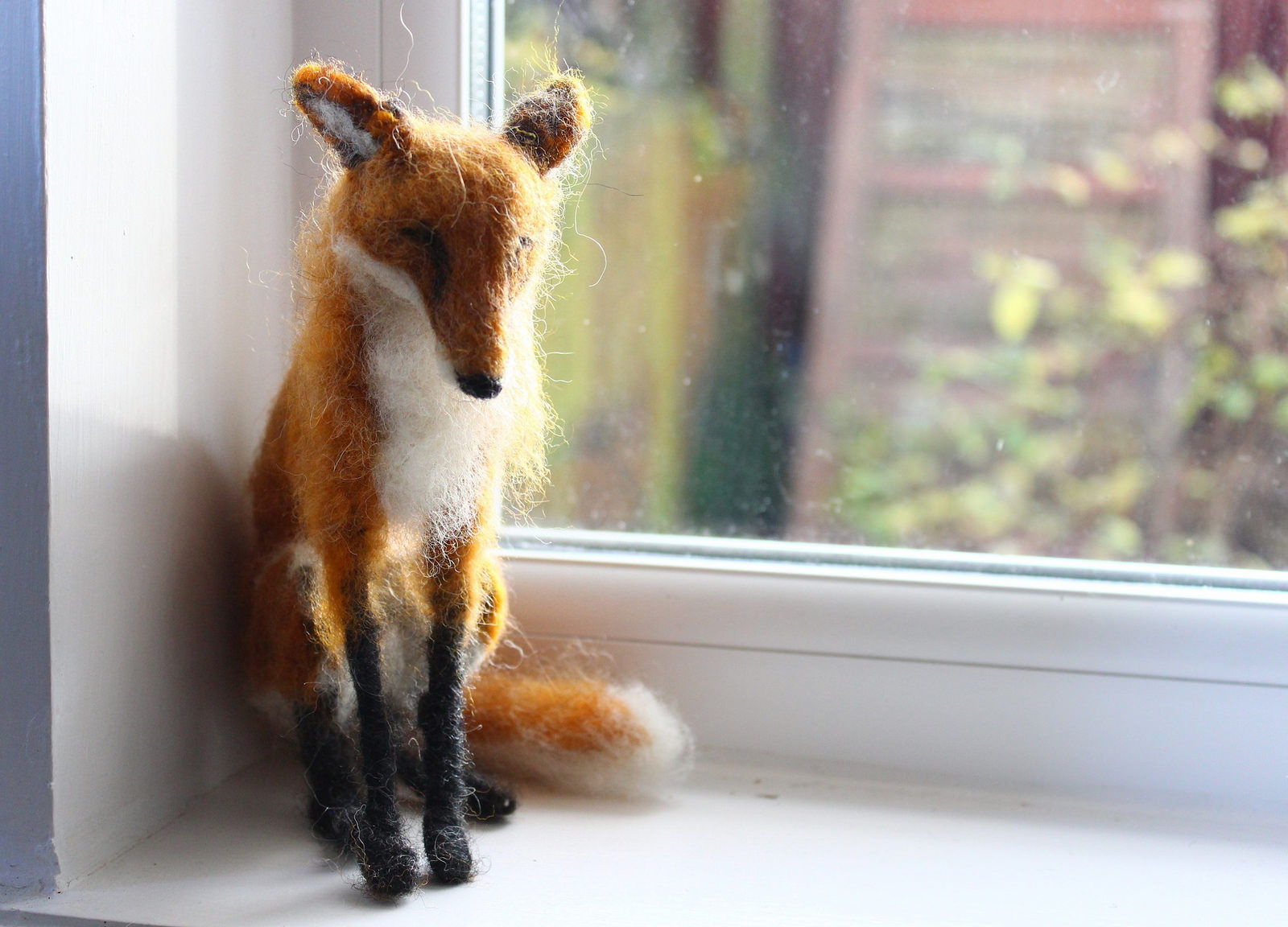 Dee McCracken – wool sculpture fox