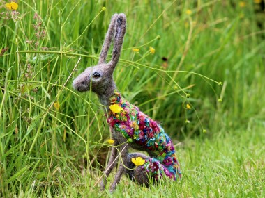 Dee McCracken – wool sculpture – lapin