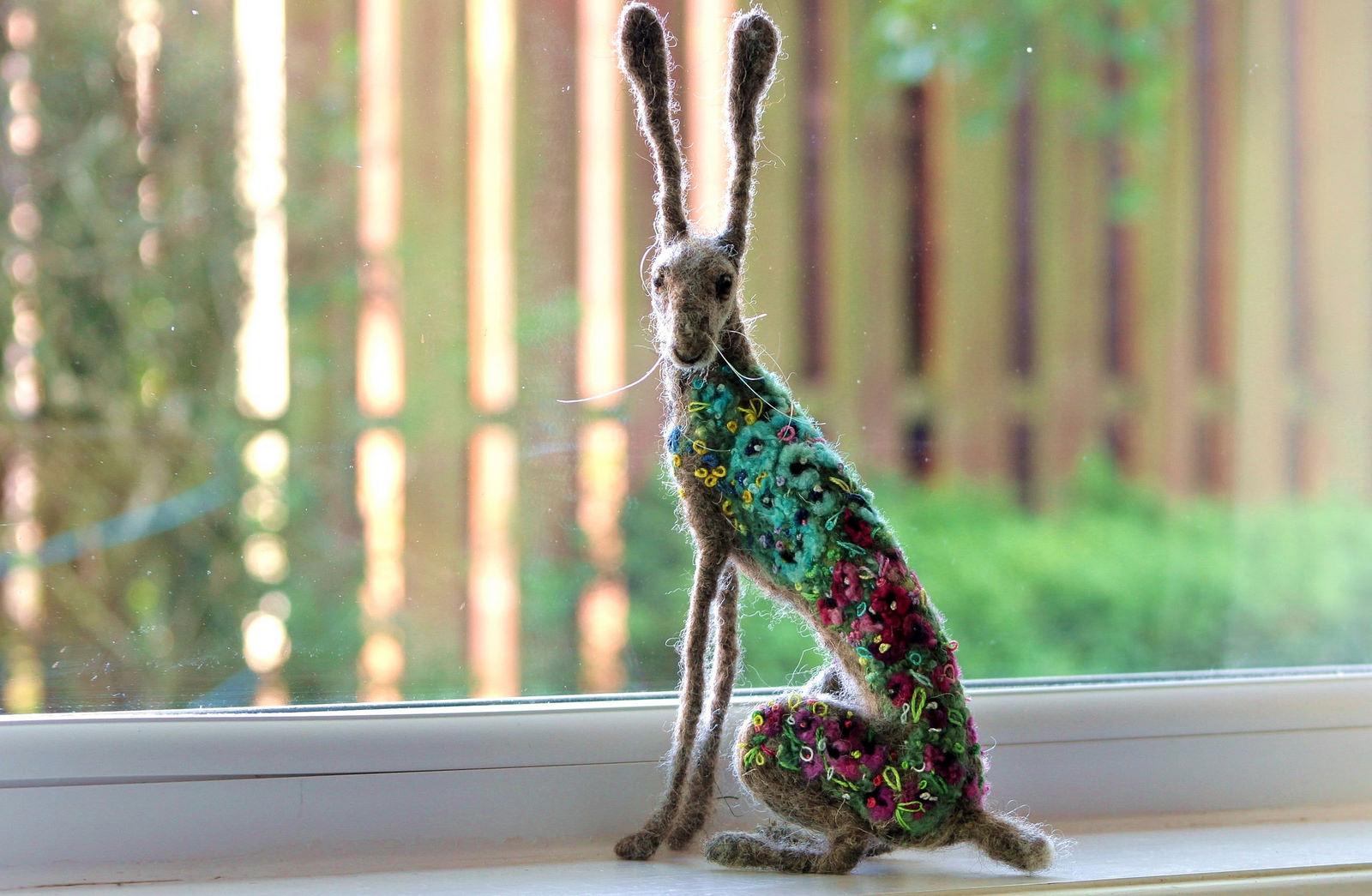 Dee McCracken – wool sculpture – lapin