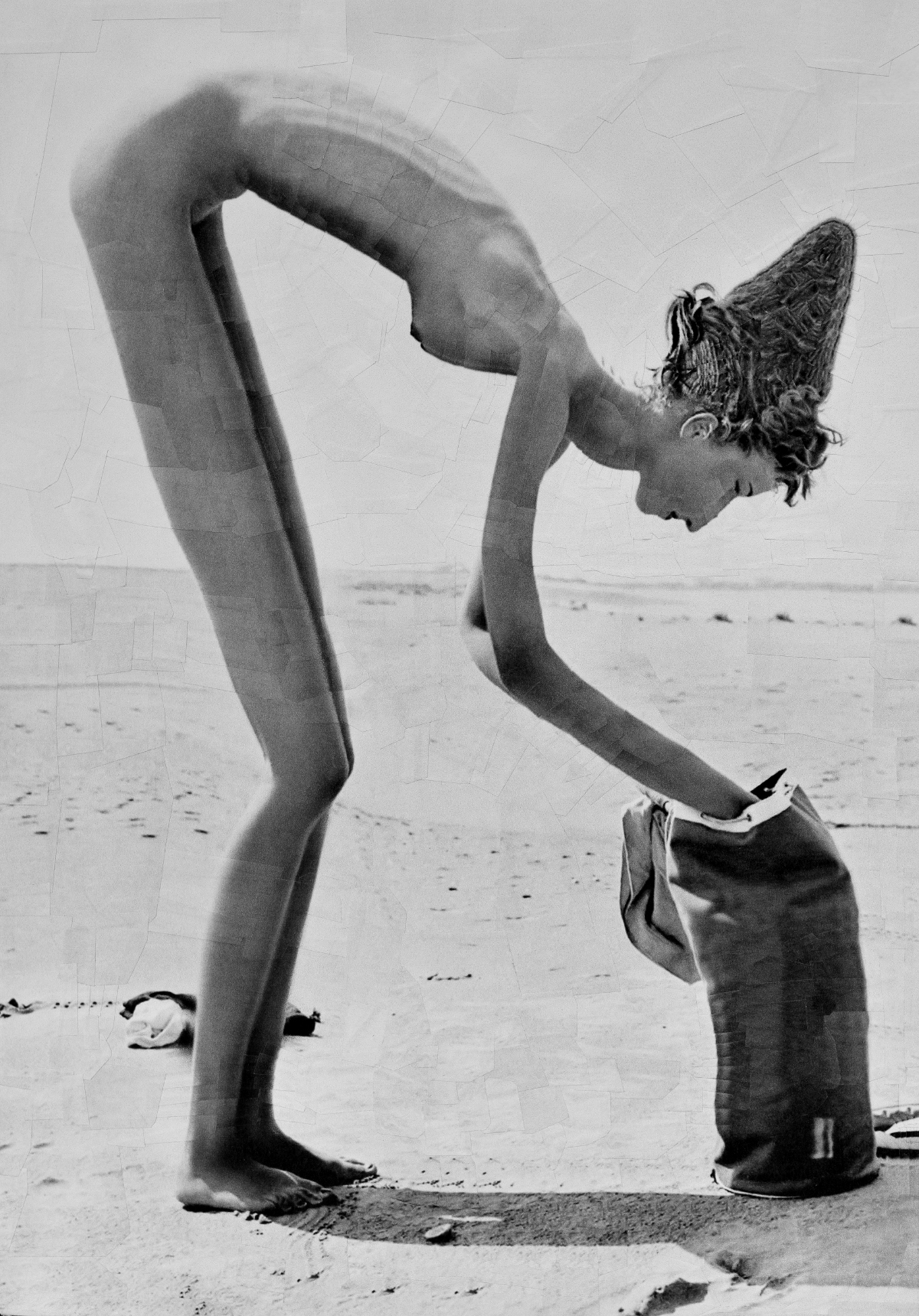 Lola Dupré – Paper collage – Chica Desnuda en la Playa