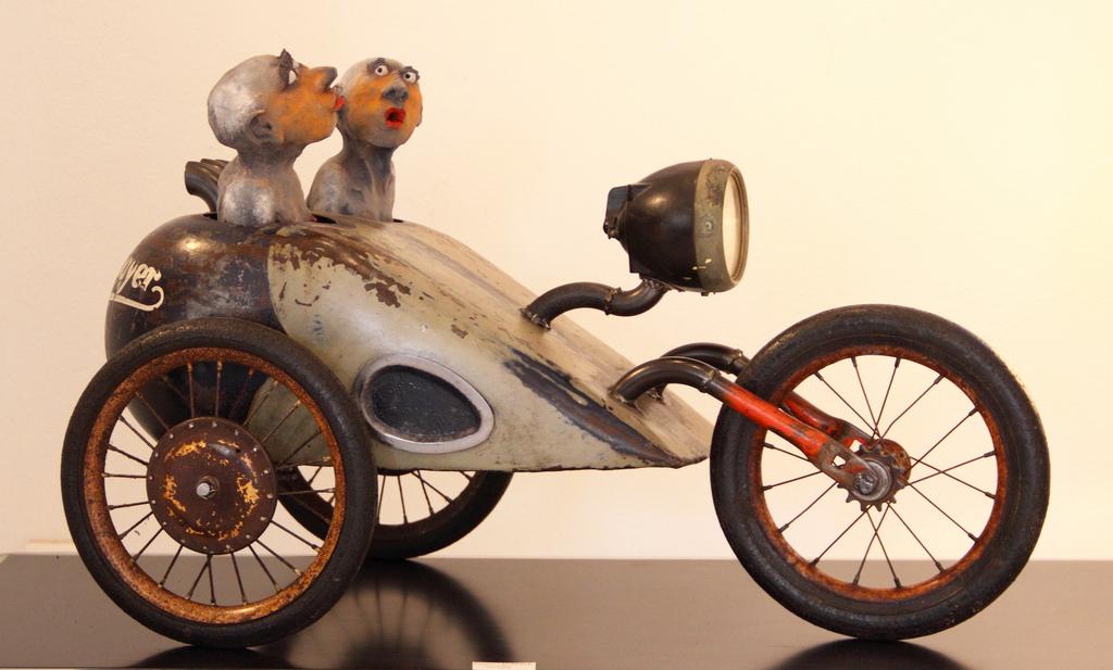 Yannis Lagresle Sculptures mixedmedia