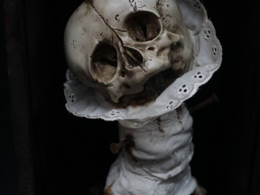 Emil Melmoth, Macabre sculptures