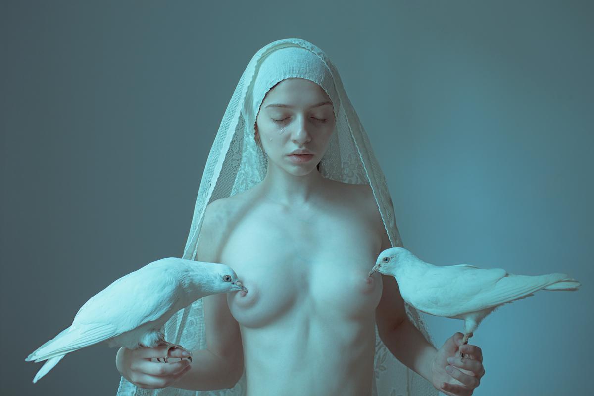 Laura Makabresku – Beautiful dark photography – The Healing