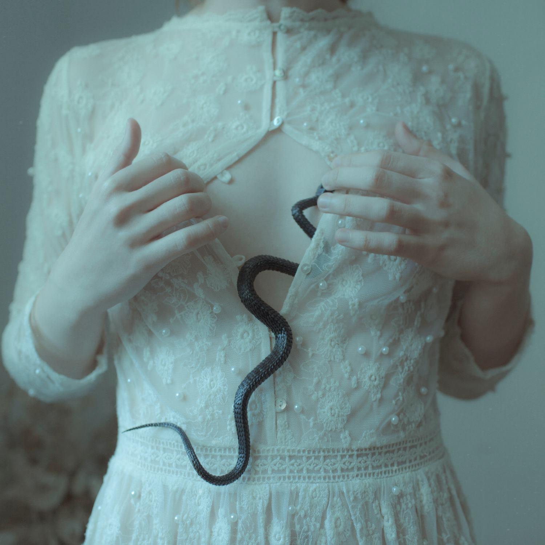 "Laura Makabresku photography ""Temptation"""