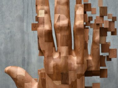 Hsu Tung Han – Wood hand sculpture