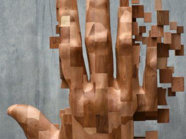 Hsu Tung Han – Wood hand sculpture